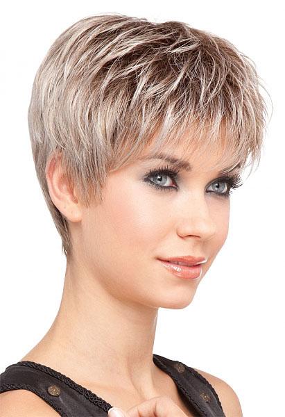 Coupe de cheveux court en degrade femme