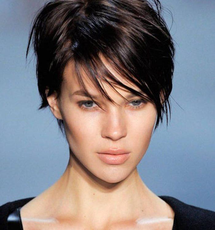 Coupe de cheveux de femme courte